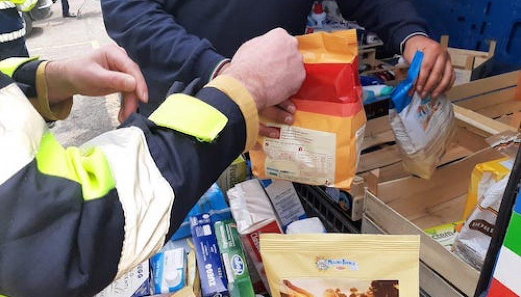 Composizione pacchi alimentari copia